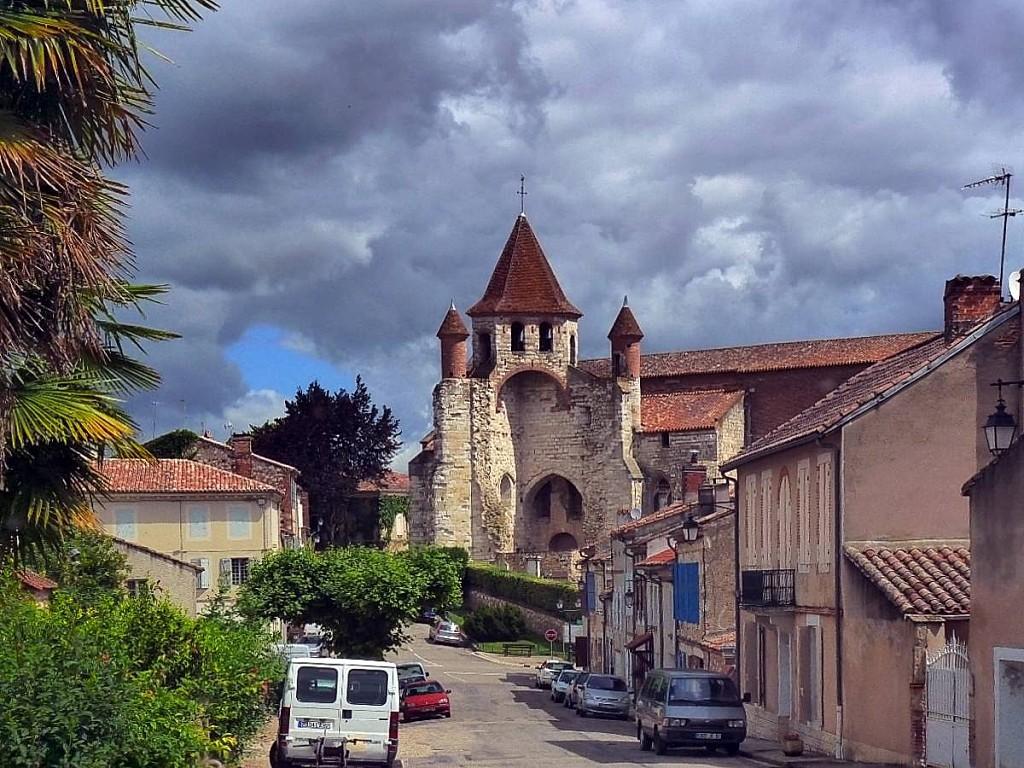 Auvillar-Eglise-romane-St-Pierre-.jpg