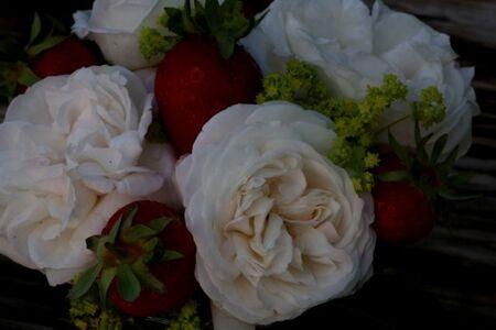 Des roses et des fraises