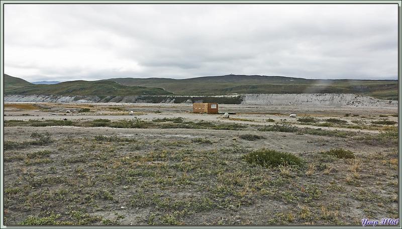 Au bord de la rivière Qinnguata Kuussua : le terrain de golf le plus septentrional du monde - Kangerlussuaq - Groenland