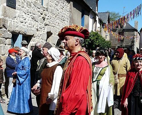 Medievales-Guerande-defile-costume-P1260660.JPG