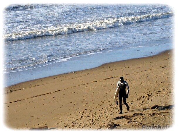 Les surfeurs plage des Terres Rouges