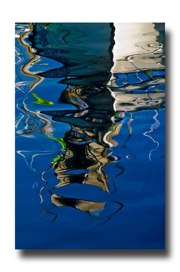 Le reflet de guindeau..................dans le port.....................!