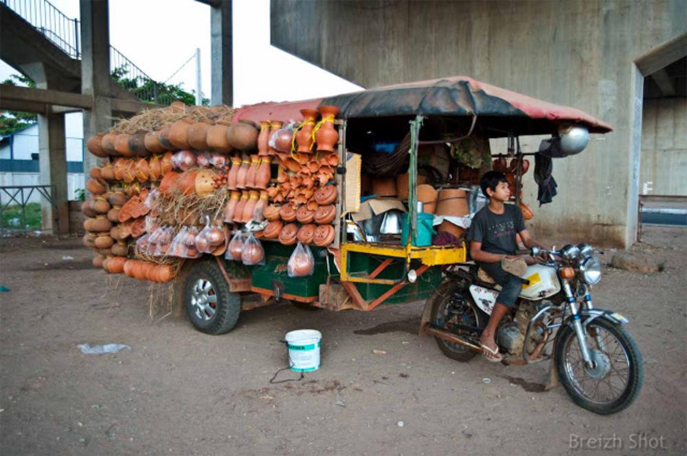Remorque de poterie à Kampong Cham - Cambodge