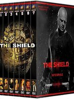 Pour rétablir l'ordre dans les secteurs les plus dangereux de Los Angeles, une brigade de police en arrive à mettre en oeuvre des méthodes plutôt expéditives et inhabituelles. Nom de la release : The.Shield.INTEGRALE.FRENCH.DVDRip.XviD.ELLDE