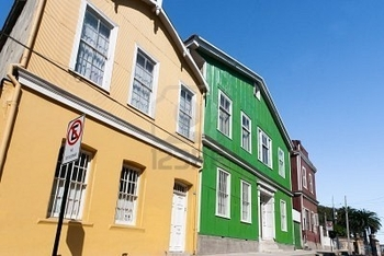 8625582-colorful-houses-in-cerro-alegre-valparaiso-chile-unesco-world-heritage