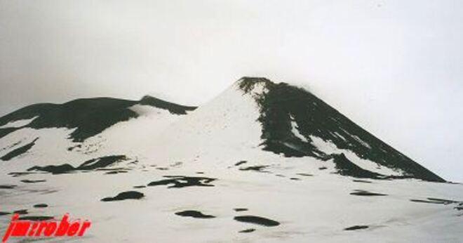 L'Etna , le plus grand volcan d'Europe encore en éruption