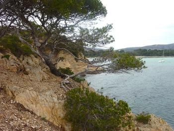 Au fond, à gauche, la plage de l'Estagnol