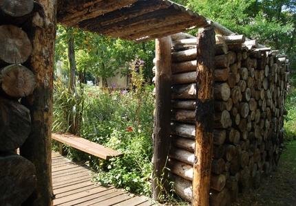 Structure de jardin en bois, jardin public de Mimizan.