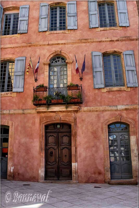 Roussillon Vaucluse la mairie