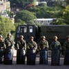 honduras-1-soldiers-stand-guard-near-the-brazilian-embassy-in-tegucigalpa_63.jpg