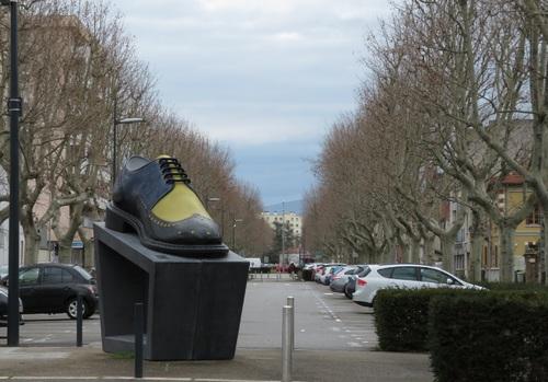 Les 8 différences : Une chaussure de Romans