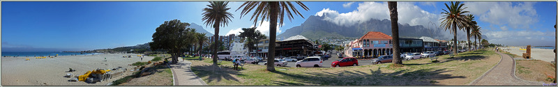 Vues panoramiques de la plage et du front de mer de Camps Bay - Cape Town - Afrique du Sud