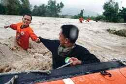الصين تجلي ربع مليون شخص