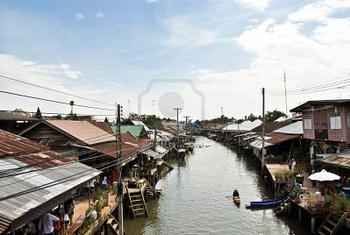 10854009-amphawa-floating-market-in-thailand.jpbbg