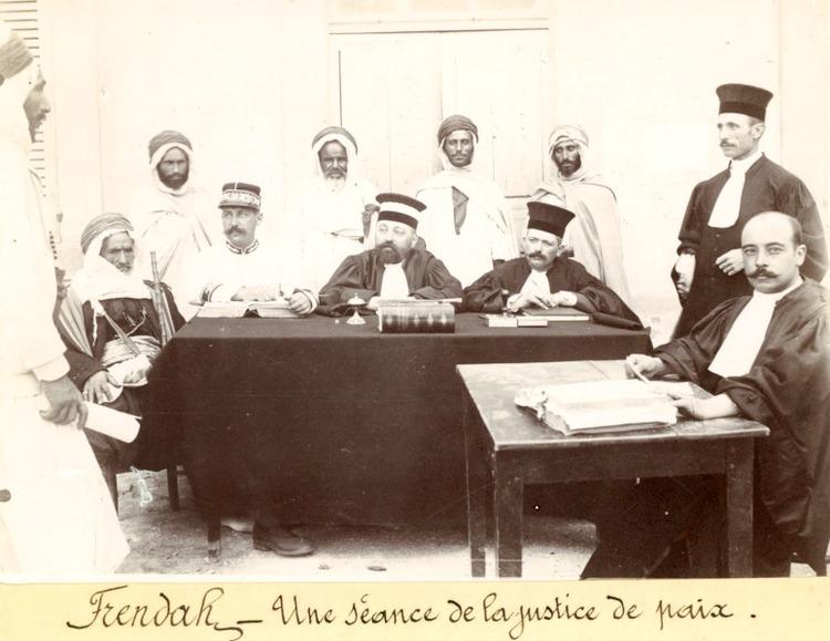 Audience de la Justice de Paix de Frendah pendant la colonisation française