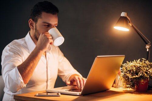 travailler-toute-la-nuit-500x334