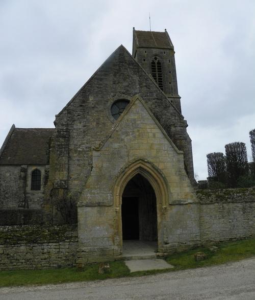 Le château de Brécy et l'église Sainte-Anne