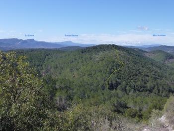 Panorama pendant la montée à la chapelle. En jaune, notre futur trajet sur la crête des Varlussières