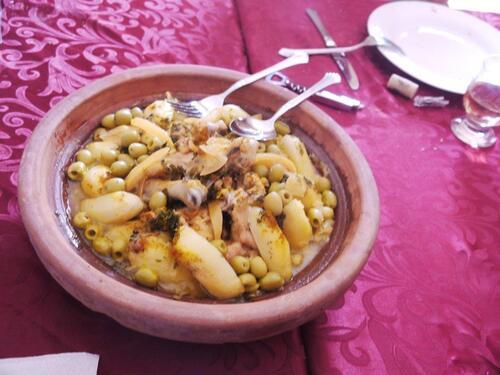 Tajine poulet au citron, olives, pommes de terre pour ' personnes