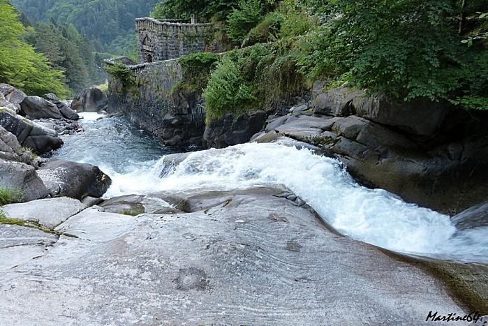 Route des cascades P1000071