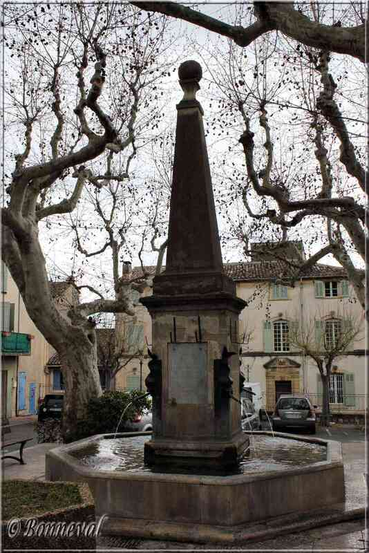 Gra,de Fontaine Cadenet Vaucluse
