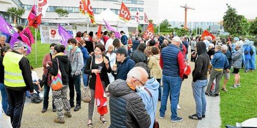 Le 30juin, 250 personnels hospitaliers de Lorient, Quimperlé et Pontivy s'étaient rassemblés devant l'hôpital du Scorff, à Lorient.