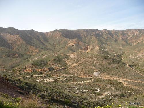 La montagne est trouée comme du gruyère