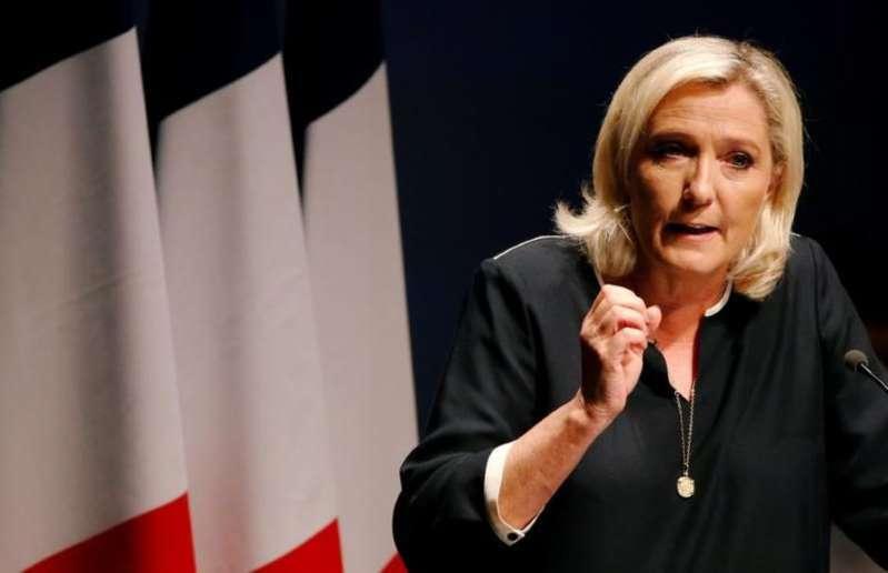 """Marine Le Pen veut """"réparer la fracture territoriale"""" et met le cap sur la présidentielle"""