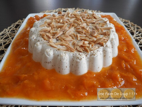 Panna cotta à la vanille et sa compotée d'abricots