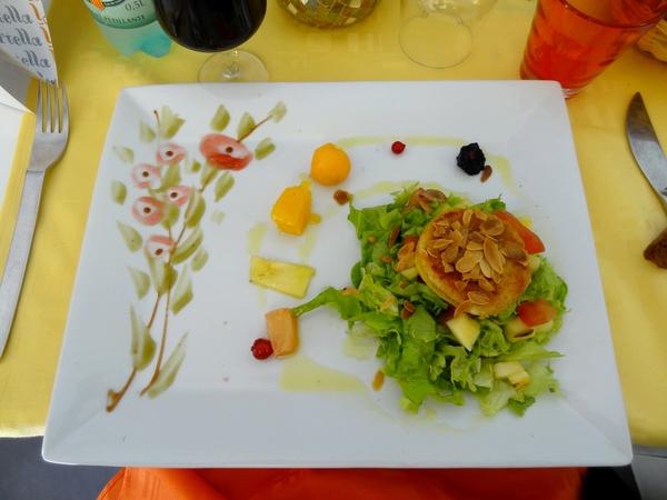 """A  """"La Portella"""", restaurant de Prats de Mollo, les assiettes sont magnifiquement décorées...."""
