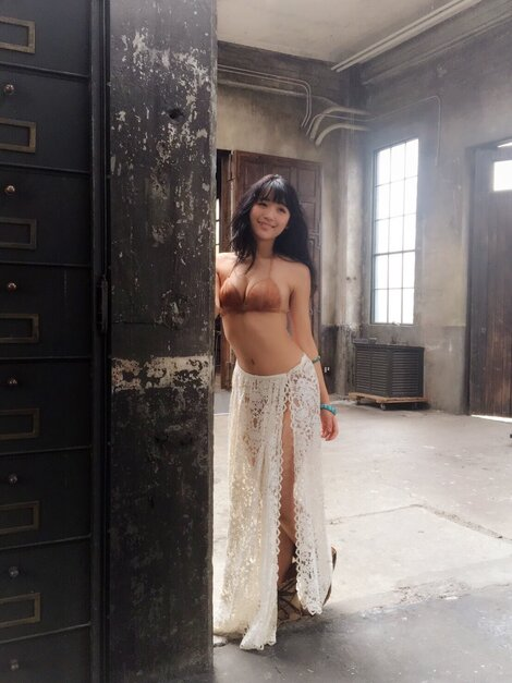Celebrity Pics : Pictures of Nana Asakawa during the photo shoot for no.25 of 2017 of magazine Weekly Young Magazine