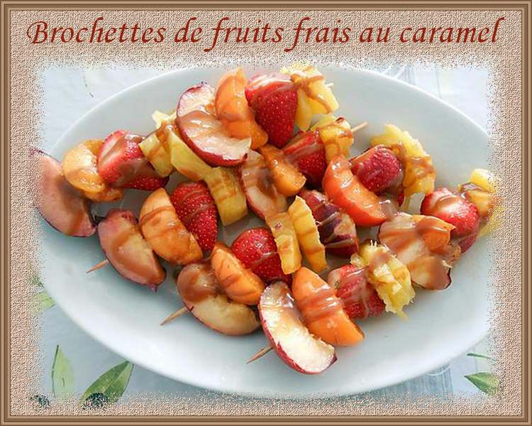 Brochettes de fruits frais au caramel