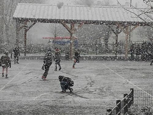 tempête de neige sur l'école