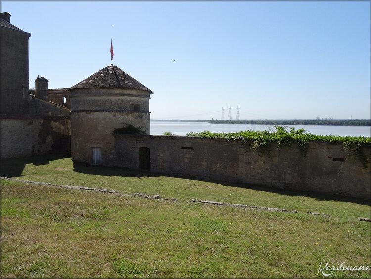 Photos Pigeonnier et remparts (Bourg sur Gironde)