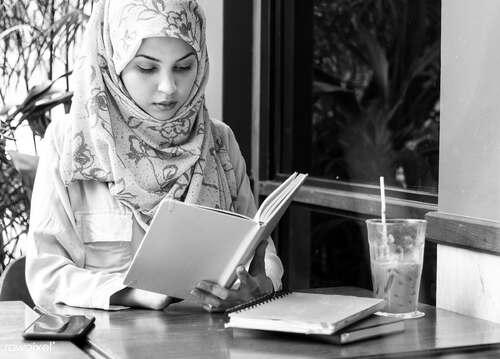 05 -  Femmes lisant - dans le monde