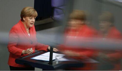 Merkel devant les députés allemands : « Ne laissons pas la Grèce s'écrouler