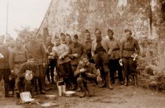 soldats du 117° RI cantonnés à Fillé en 1940.