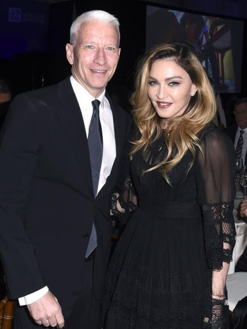 2016 01 09 - Madonna at Sean Penn Haiti Gala, Los Angeles, USA (2)