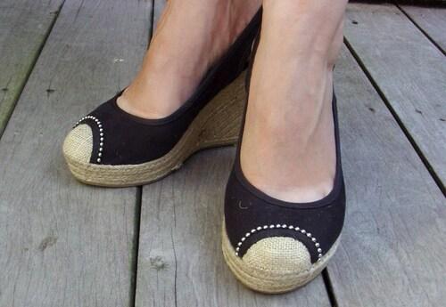 Customisation sur des chaussures compensées en corde