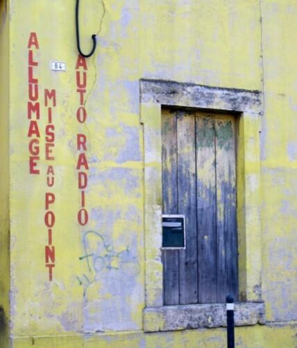 Lunel le vieil mur peint électricité Dinin 1