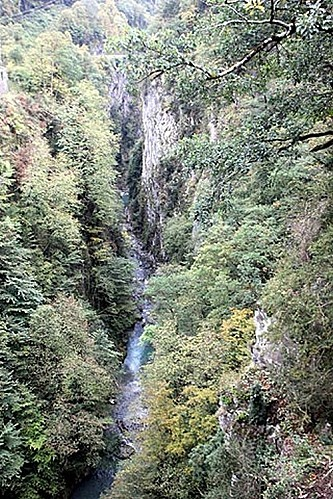 gorge-at-pont-napoleon