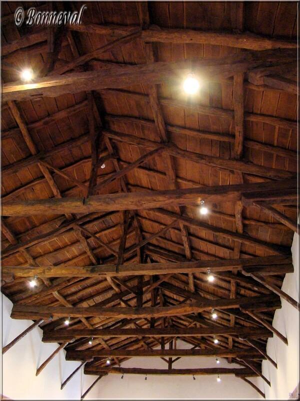 Abbaye de Beaulieu-en-Rouergue plafond de l'ancien dortoir des convers