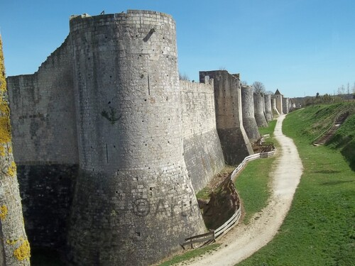 Les Remparts de Provins direction porte St Jean