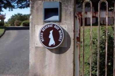 http://lancien.cowblog.fr/images/Photoscomiques1/auxgensdeguisesmoines257504.jpg