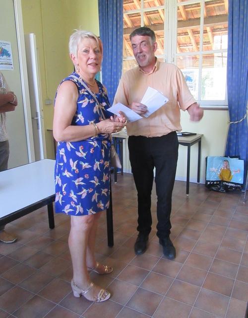 Le Lions, toujours généreux, a remis des chèques aux associations de la ville de Châtillon sur Seine...