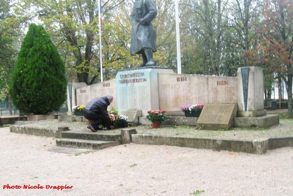 Le 11 novembre 2020 a été commémoré en comité restreint à Châtillon sur Seine....