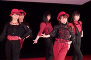 "Ayumi dans le clip ""Ijiwaru Shinaide Dakishimete yo"" des Juice=Juice"