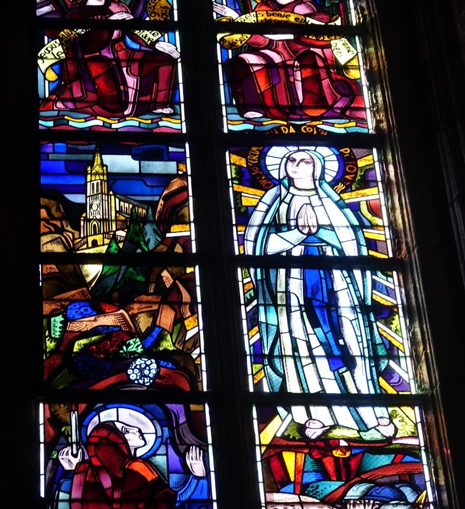 La cathédrale Notre-Dame de l'Assomption de Rodez : les vitraux...