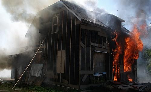 Pratique en situation réelle d'incendie dans une maison le 13 Août 2011