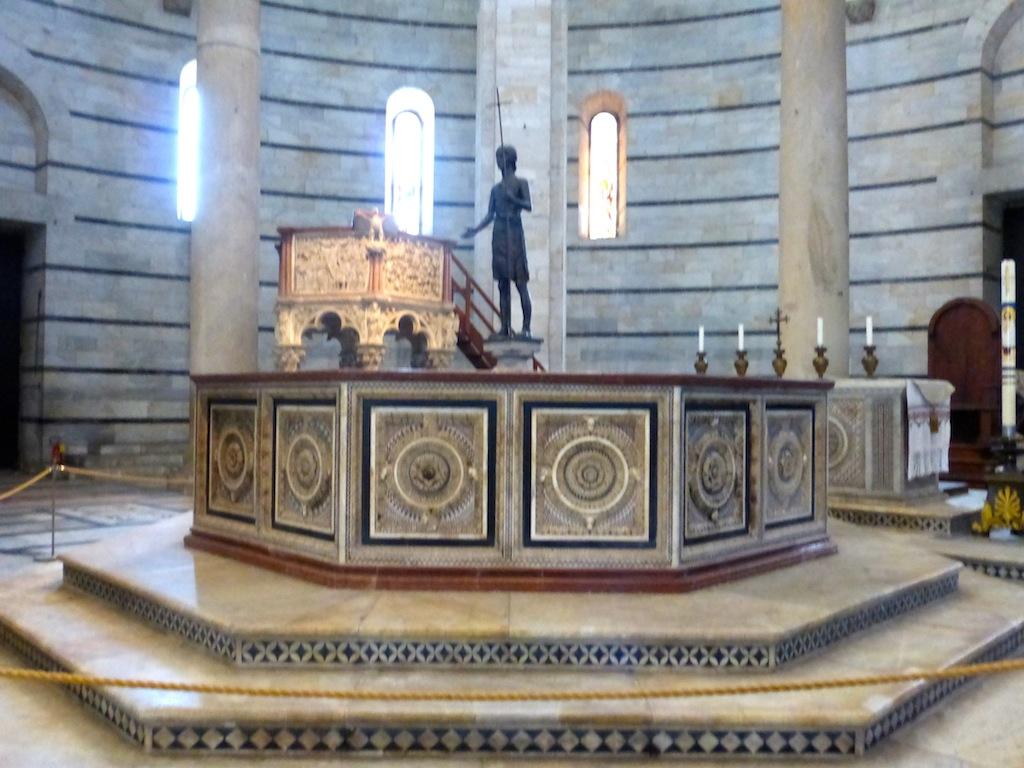 PISE n° 2 les intérieurs du baptistère.